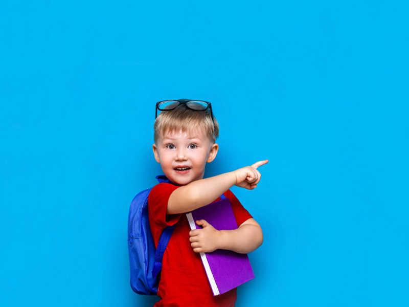 Na Escola Infantil Alfabeto, as crianças têm contato com o inglês a partir dos 2 anos de idade. O idioma faz parte das aulas extracurriculares e é ministrado por professores especializados que ensinam a língua estrangeira de forma divertida.